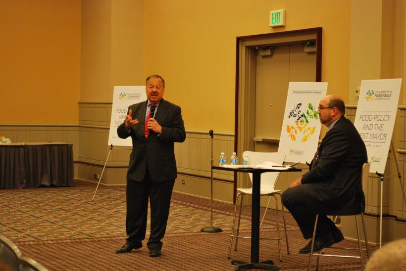Candidate Nelson Diaz speaks to Forum attendees
